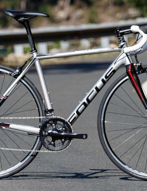 The speed-oriented 2016 Focus Cayo AL Sora may appeal if you're a rider with racing ambitions