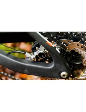 No pivots back here, thanks to cleverly engineered carbon seatstays