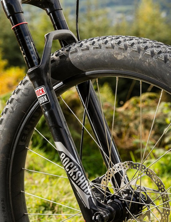 The 110mm wide Boost axle of the Reba fork is further stiffened with oversized hub contact caps for rich front end feedback