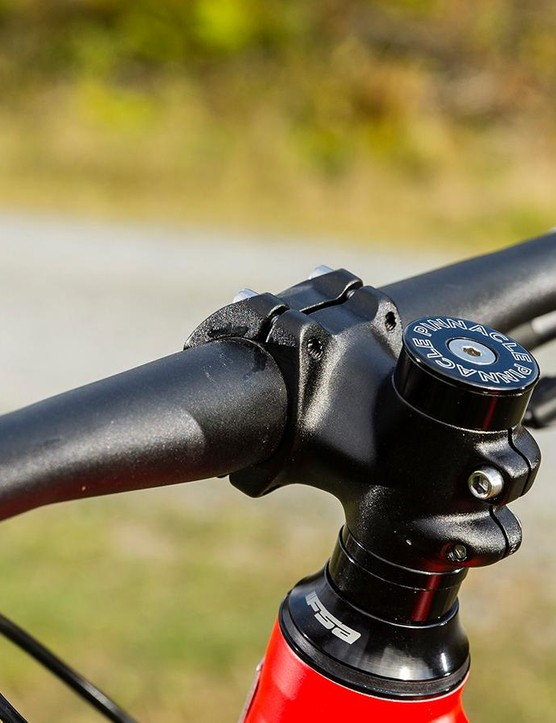 The short 40mm stem gives you maximum control of the front end