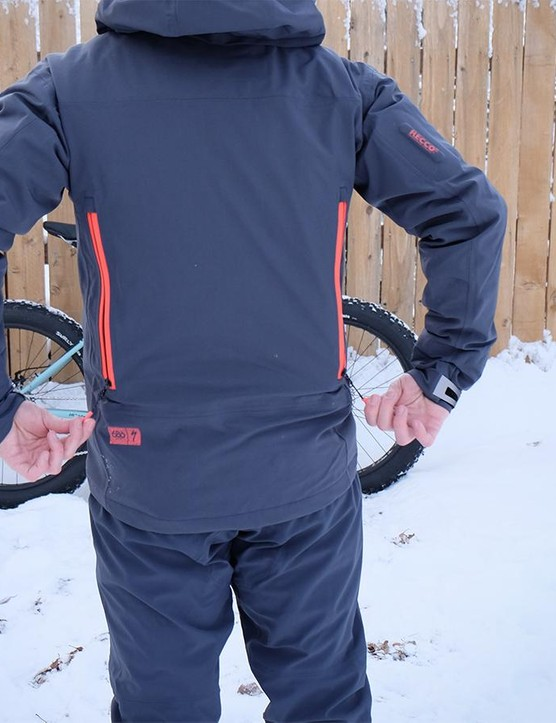The 3L Tech Jacket has two rear vents that allow air to pass through the jacket