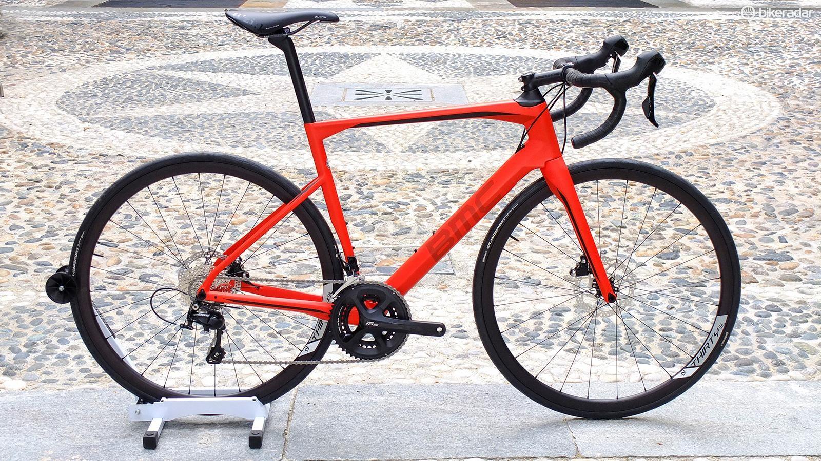Roadmachine 02 105 in Super Red