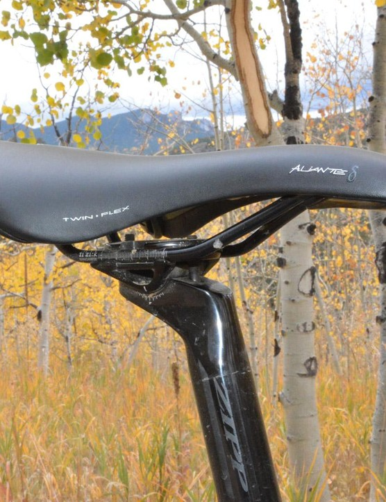 The Zipp post is topped with a Fizik Aliante Delta saddle