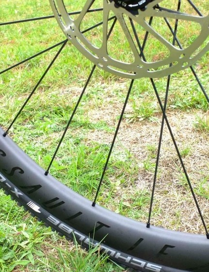 Reynolds' 30mm wide Assault LE wheelset was set up tubeless with Schwalbe's X-One tyres and performed superbly