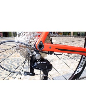 Rear mech cable routing on the 02-level carbon frame
