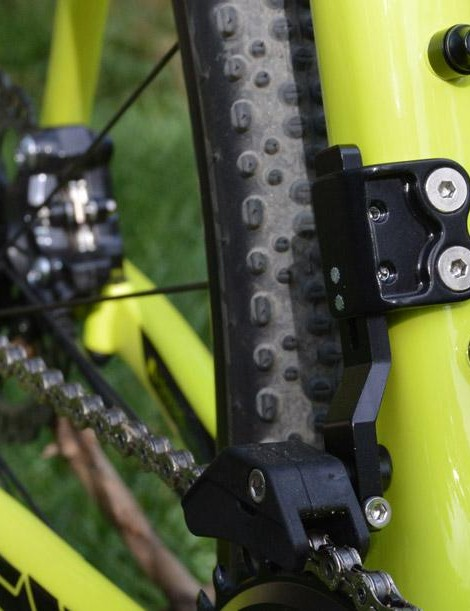 A mini chainguide takes the place of a front derailleur