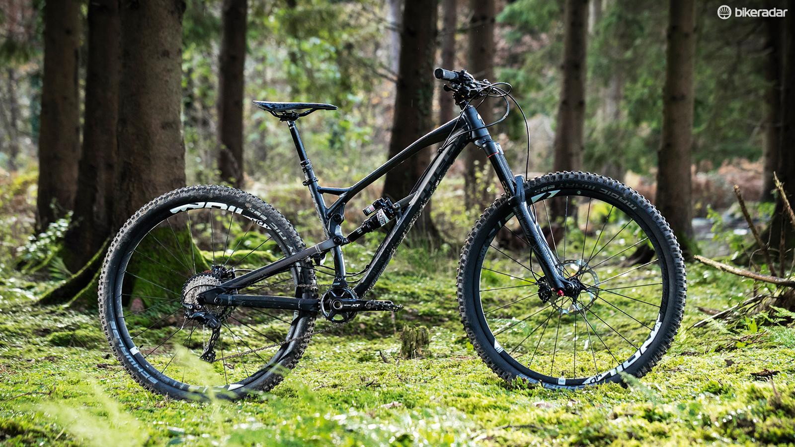 Although progressive towards the end-stroke, I didn't like how the Nukeproof Mega 290 wallowed through the middle of its travel