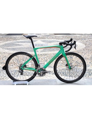 Top of the new Roadmachine range is this 01 model with Shimano Dura-Ace Di2