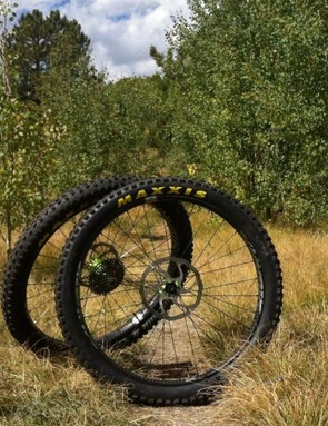 The Atomik Chubby 43 wheels came with 27.5+ Maxxis Minions ready to rip