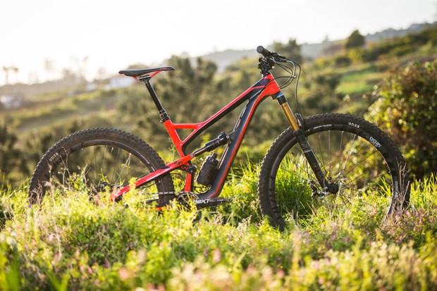 YT ensured the Jeffsy will easily accommodate a riser bar, offers plenty of standover clearance and can handle a proper pasting on the trail