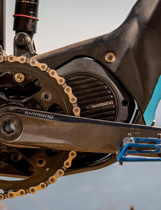 The Shimano Steps motor is fed by a lightweight fully-integrated battery, hidden in the downtube