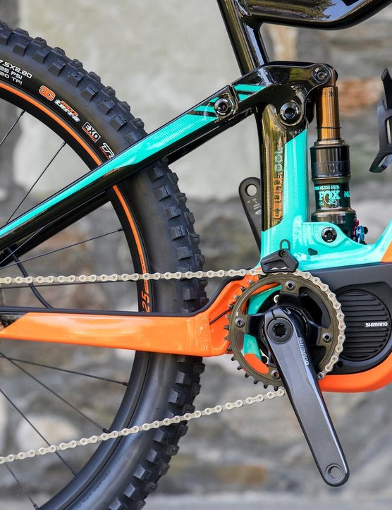 Like the regular Genius, it uses a Horst-link suspension design and a Fox Nude shock. The battery is housed in the down tube and feeds a Shimano Steps motor with 175mm crank arms