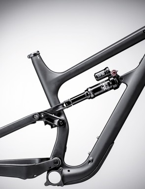 The pivot just in front of the rear axle marks it out as Cannondale's first Horst-link bike. What makes this design unique is small differences in pivot location between sizes
