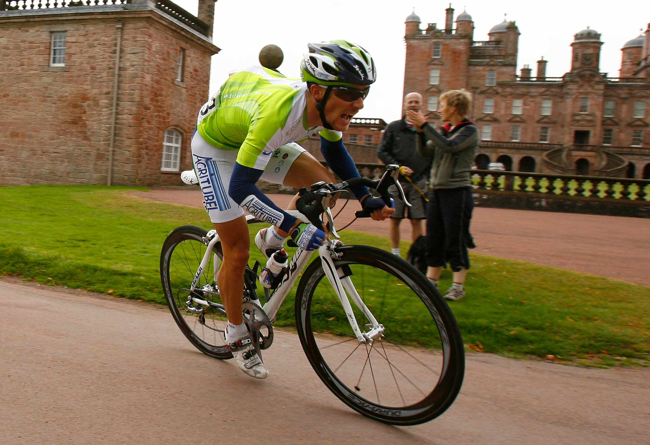 2007 Tour of Britain Champion Romain Feillu passes in front of Drumlanrig Castle