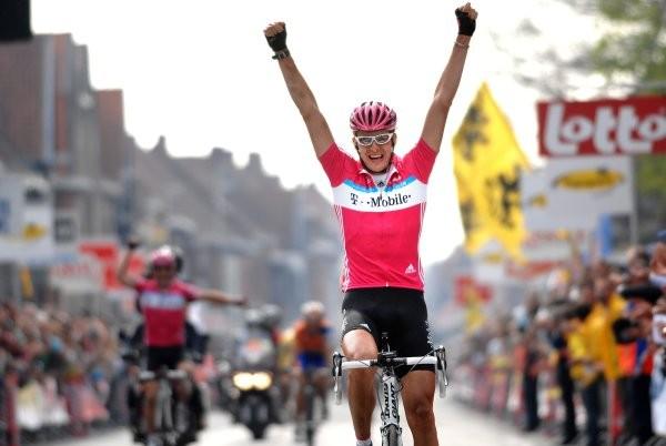 Cycling : 69e Gent - Wevelgem Arrival / BURGHARDT Marcus (Ger) Celebration Joie Vreugde / HAMMOND Roger (Gbr) / FREIRE Oscar (Esp) /  Gent/Deinze - Wevelgem (210 Km) UCI Pro Tour / (c)Tim De Waele