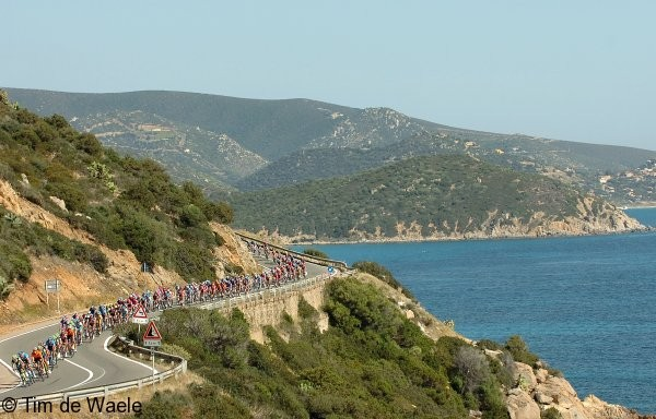 Cycling : 90e Giro d'Italia / Stage 3 Illustration Illustratie / Peleton Peloton / Sea Mer Zee / Descend Descente Afdaling / Landscape Paysage Landschap Barumini - Cagliari (181 Km) Tour Italy / Ronde van Italie /  Rit Etape / UCI Pro Tour / (c)Tim De Waele