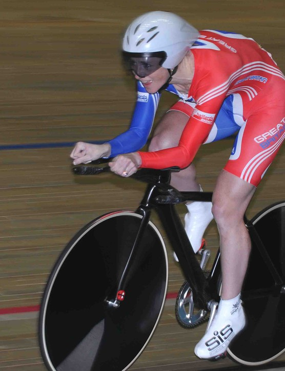 Wendy Houvenaghel (Great Britain) at full speed