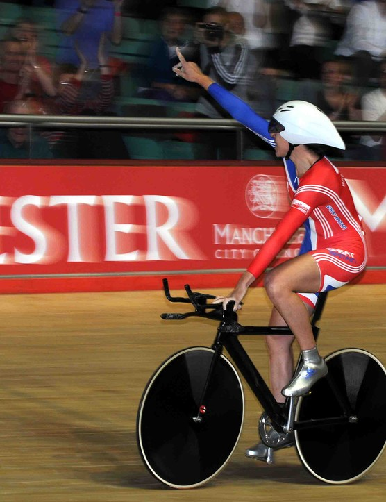 Rebecca Romero (Great Britain) salutes the crowd after her victory in the women's pursuit