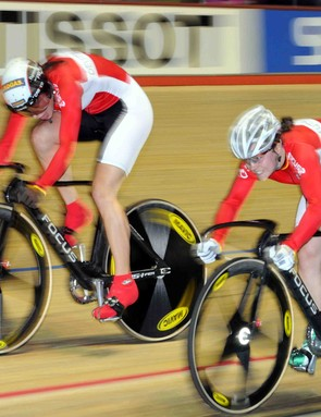 Dana Glöss & Miriam Welte (Germany) in pursuit of a place on the podium of the women's team sprint