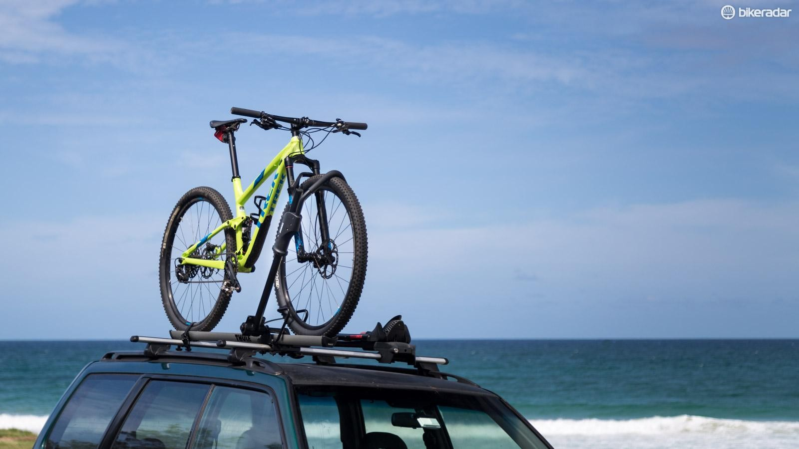 Thule's 594XT Sidearm rack is a simple front wheel grabber that doesn't require any adaptors or wheels to be removed
