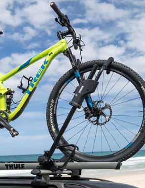 The secure hook and ratcheting arm can handle bikes with tyres up to 66mm / 2.6in in width and just about any wheel size or frame design