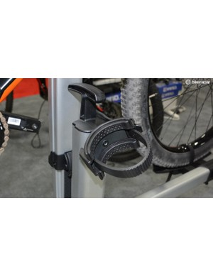 Inno's soft rubber straps safely hold down tubes