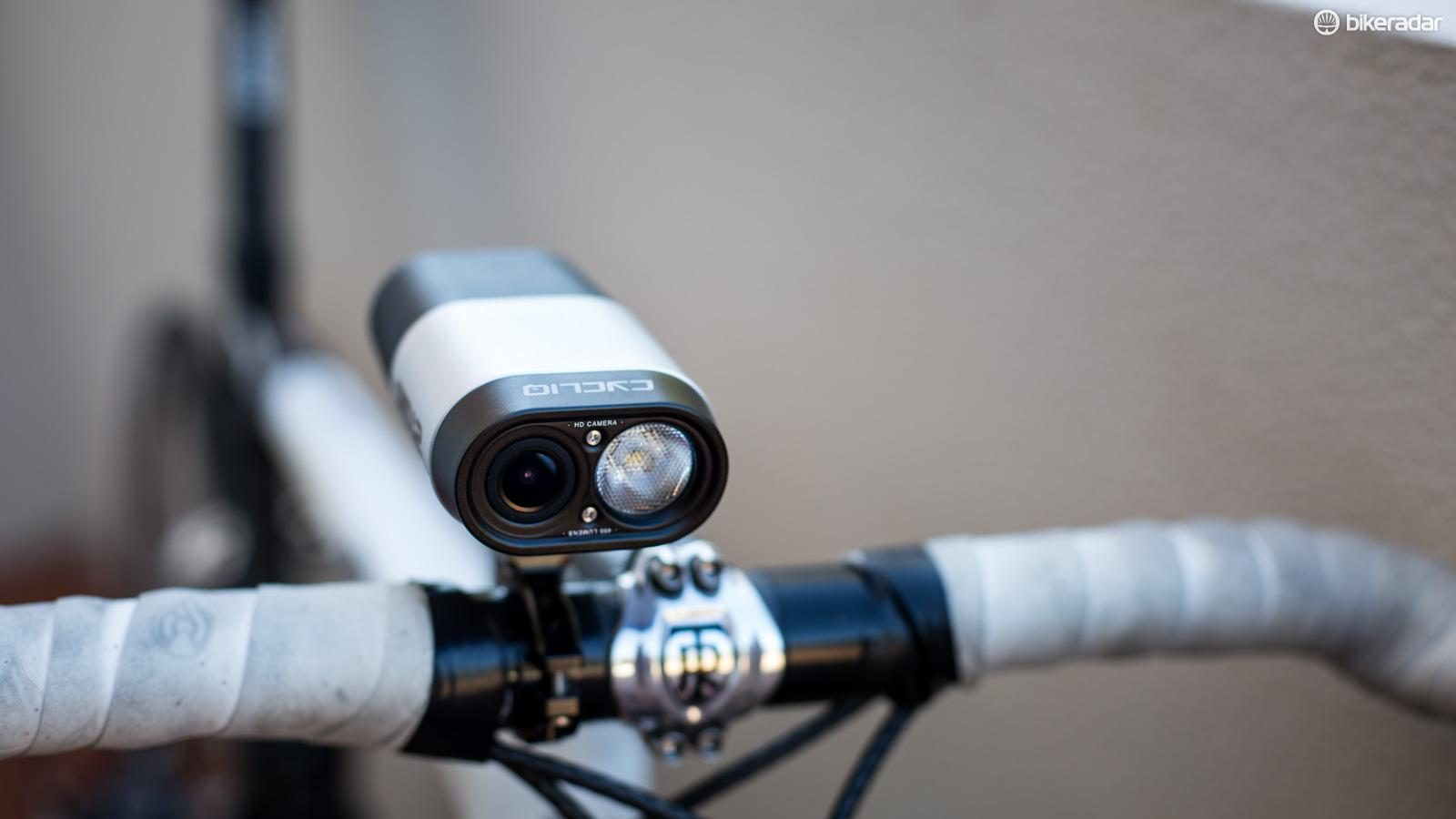 Cycliq Fly12 1080p HD Camera 400 et LM Bike Light @