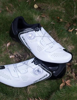 SpecIalized's Elite road shoe is its most budget friendly model with a carbon sole