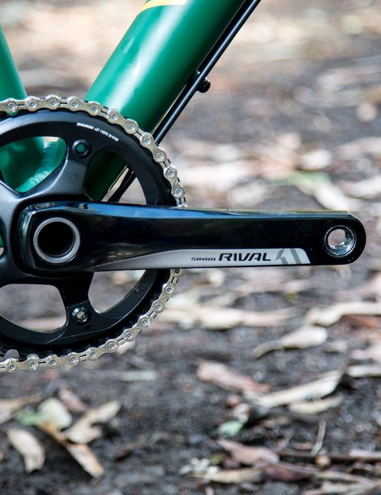 The SRAM Rival 1x11 drivetrain sees a 40t narrow/wide ring at the front and an 11-32t cassette at the back