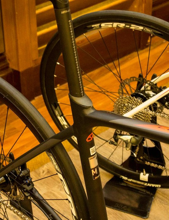 The Contend SL Disc comes fitted with a composite D-Fuse seatpost and Giant's updated seat collar design