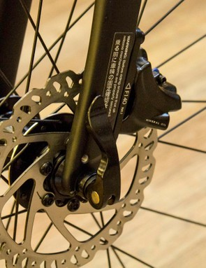 As with the rest of Giant's road disc bikes, the Contend SL Disc gets flat mount disc brakes