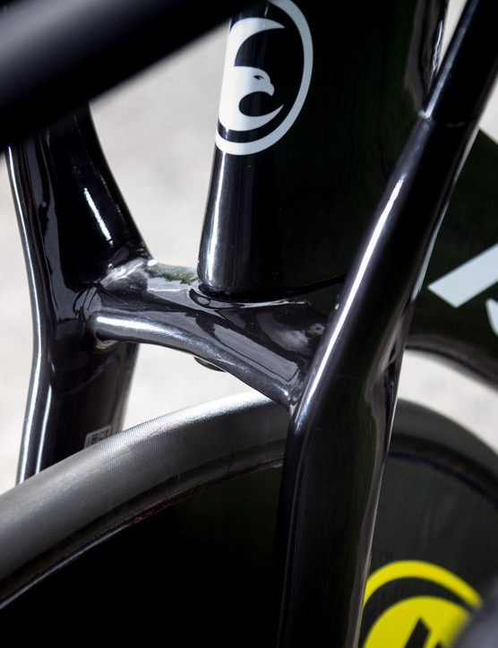 Avanti says their winged front is stiffer and more aero than a standard track fork and cockpit