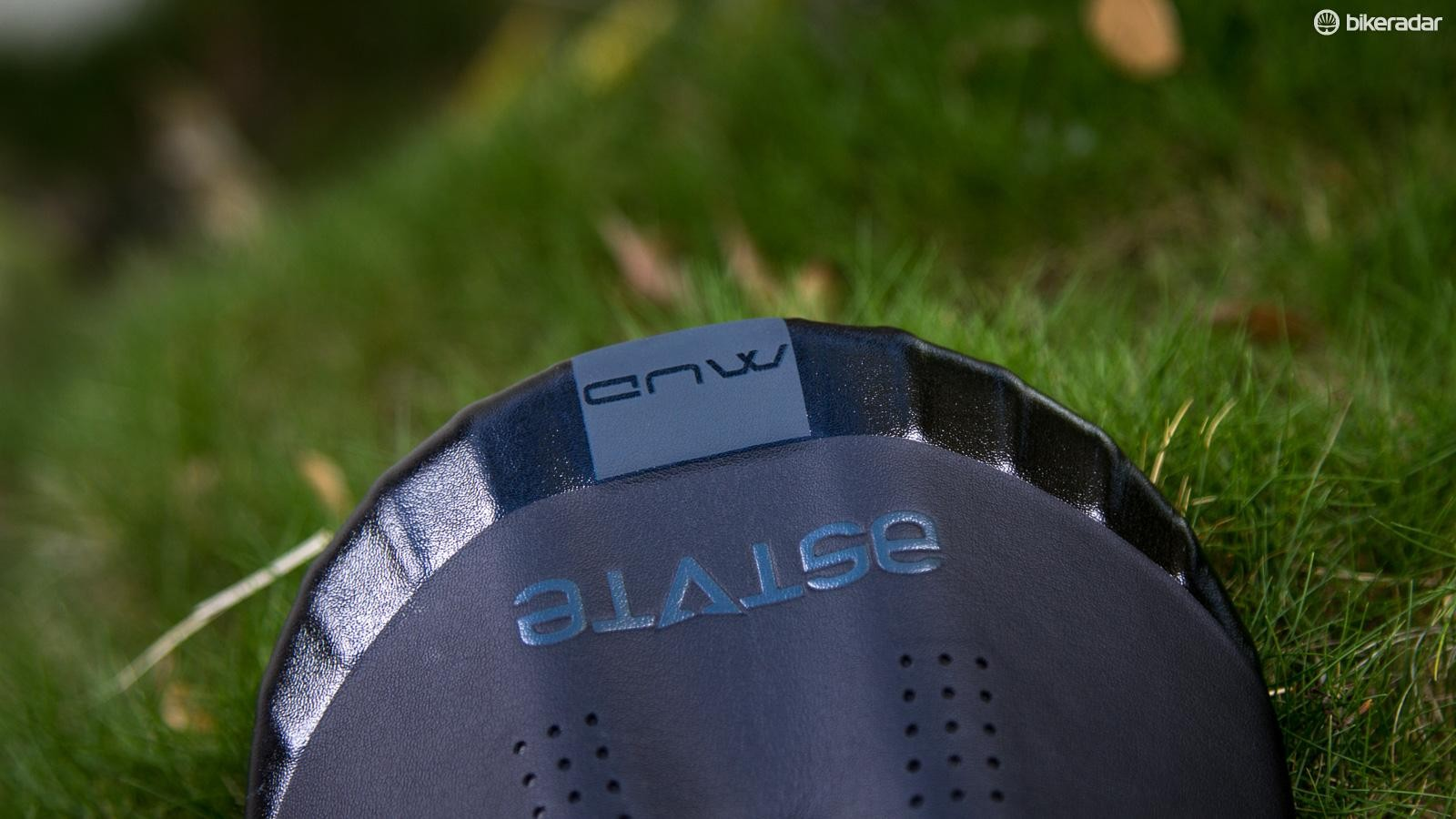 The Bumper D-system adds some toughness around the edge of the saddle