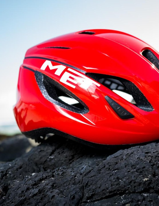 Met's new Strale is the brand's latest lid