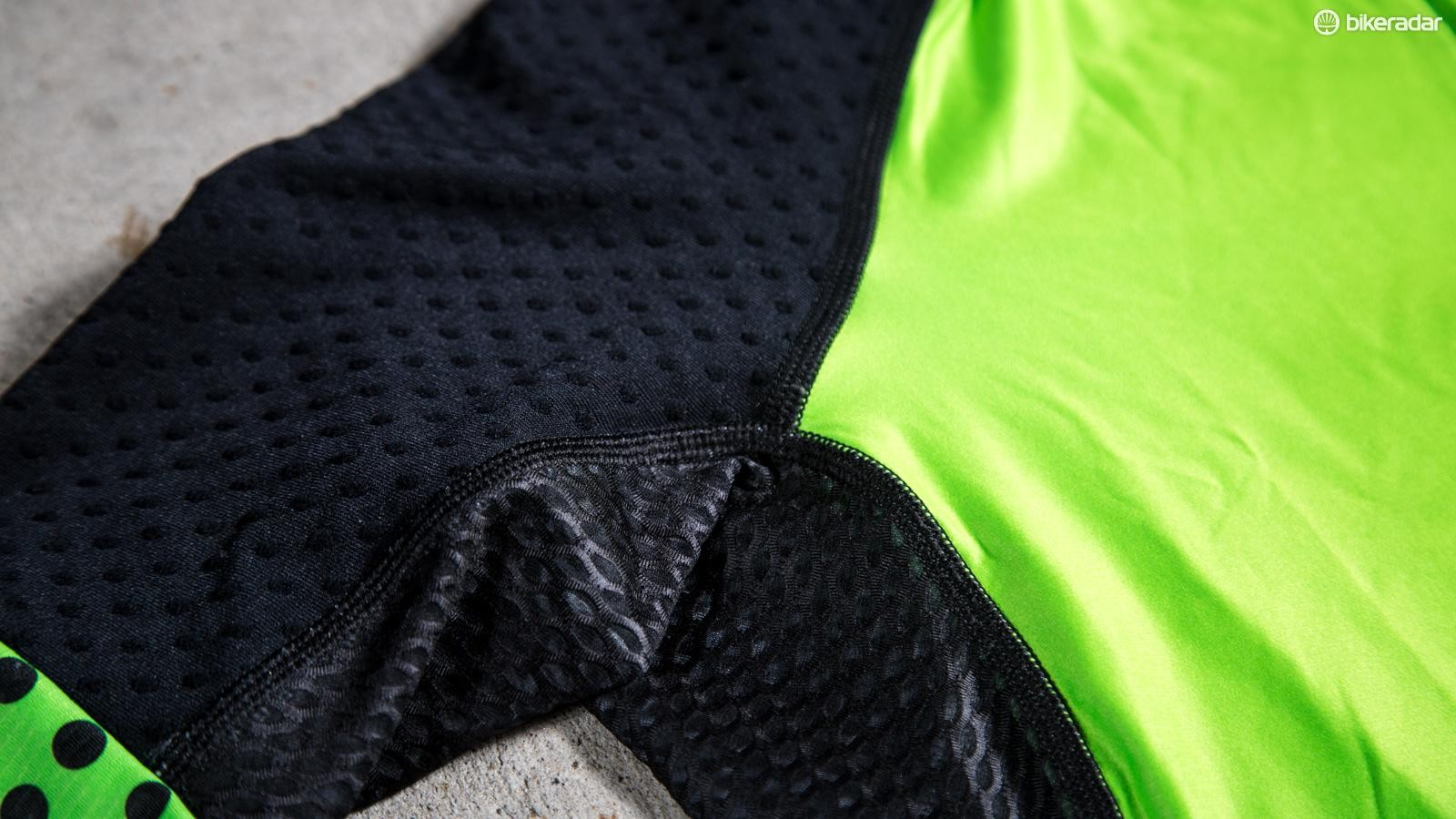 The jersey also gets the dimpled fabric and Elv^8 says its kits offer between two and six percent aero advantage