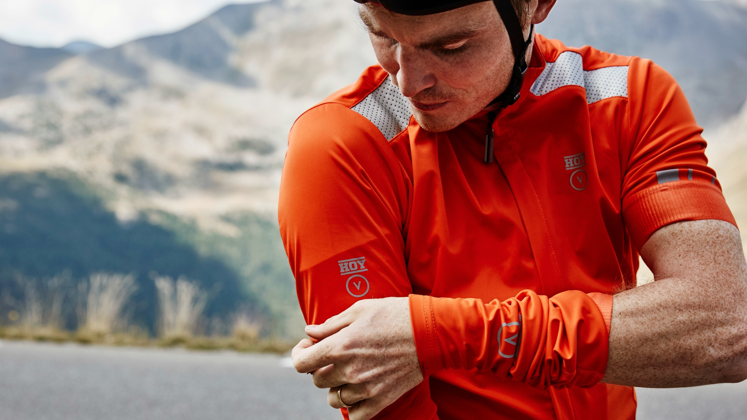 The short-sleeved Fortress jersey is made from a thicker weight material and comes with arm warmers included
