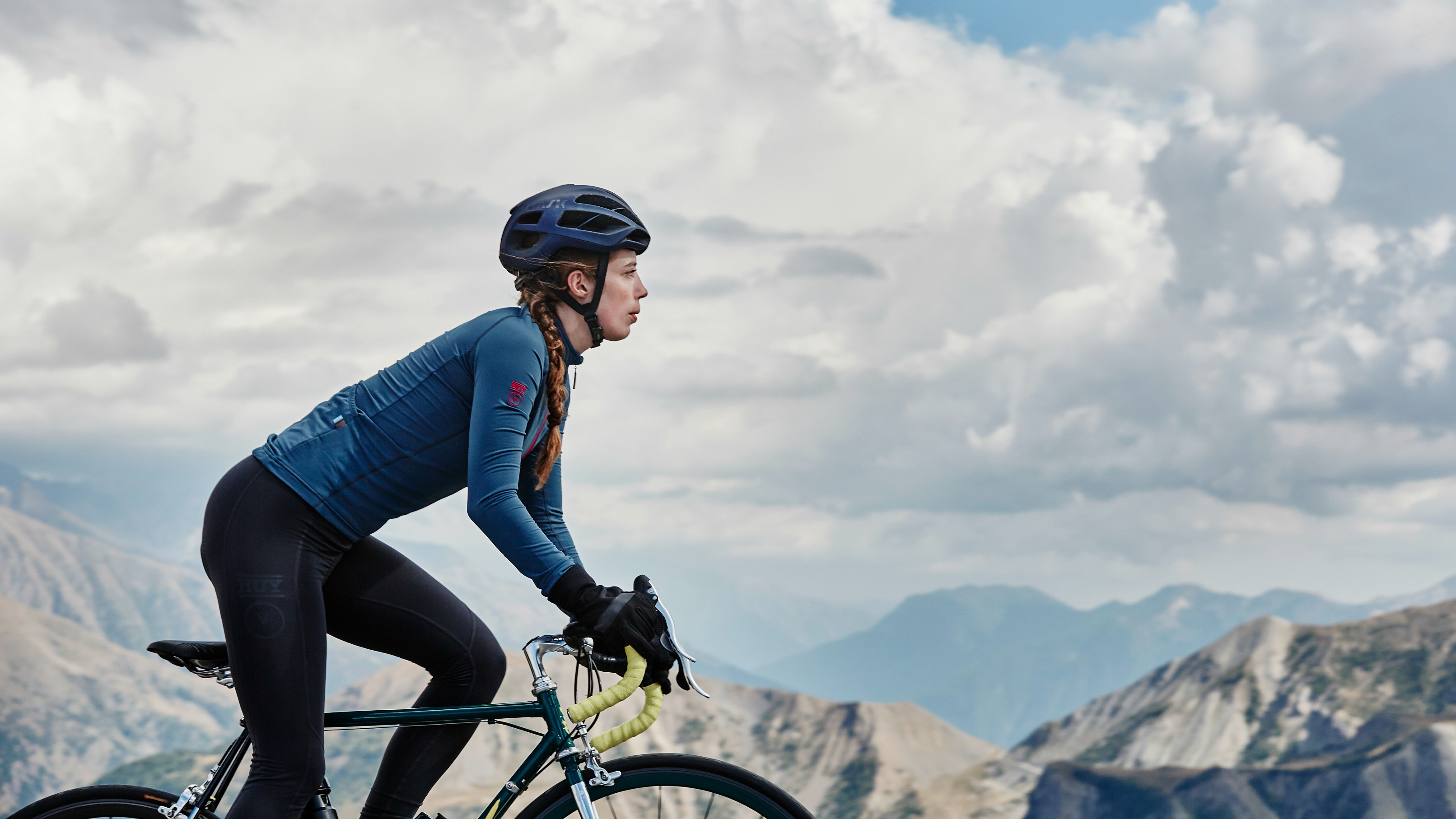 The long-sleeved Roubaix jersey is made from a soft, warm fleece for extra warmth