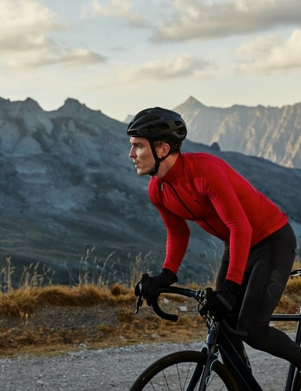 There are also thermal Roubaix bib tights in the new collection