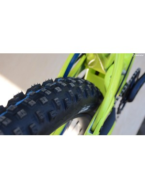 The Ripley LS rear end fits 2.6in Schwalbe or Maxxis 2.5WT tires on wide rims