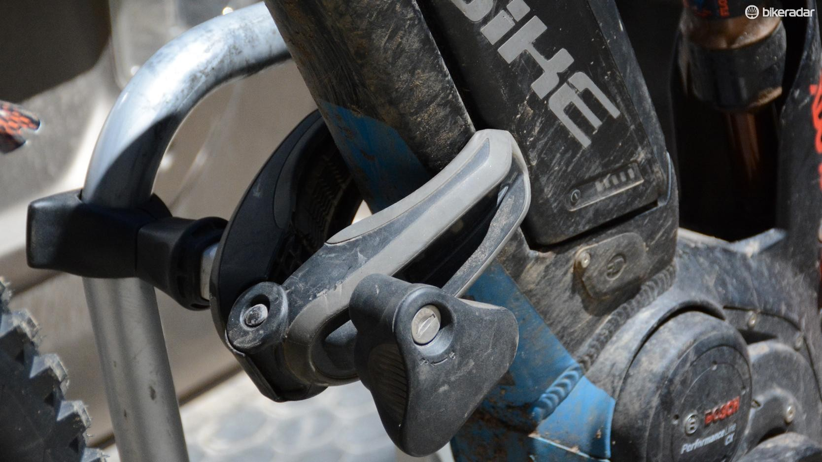 The claw has a torque limiter to prevent over tightening on bike frames