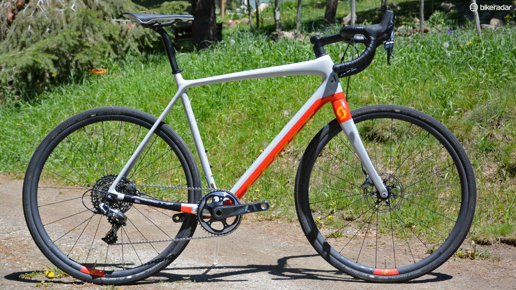 Scott's Addict Gravel 10 is, just like all its similarly-named siblings, addicted to speed