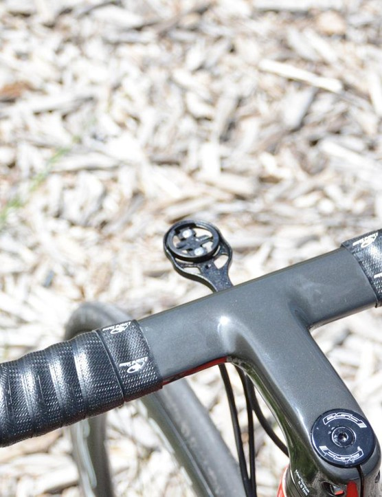 The one-piece NeilPryde Aeroblade bar/stem combo keeps the cockpit tidy and sleek