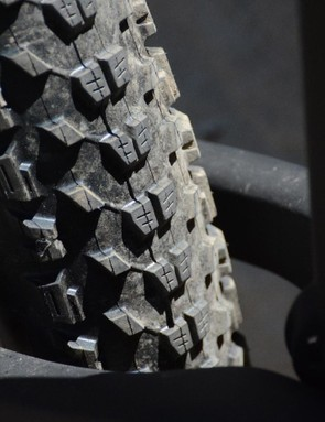 Pivot claims room for 2.6-inch rubber out back