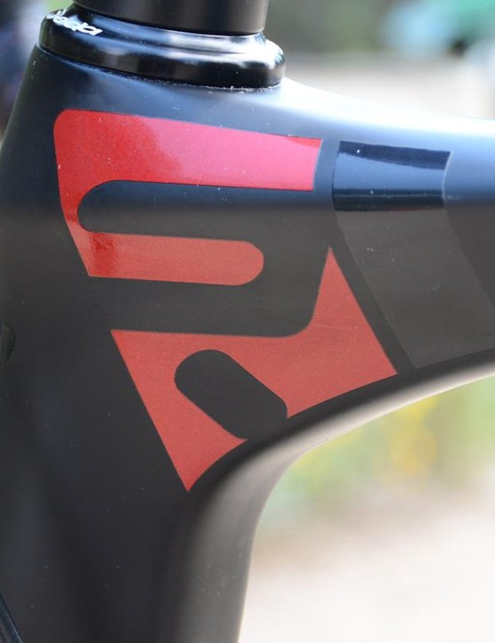 Ridley kept the finish stealthy. This red logo is practically the only non-black bit