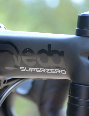 Deda takes care of the kit with a Superzero bar, stem and post