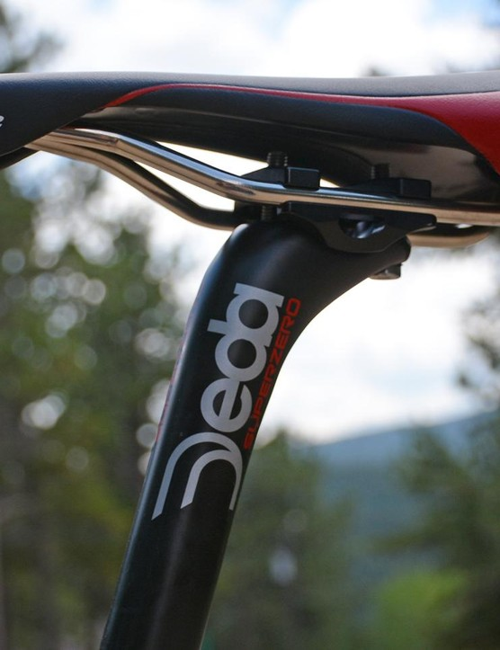 A Deda post holds a classicly shaped Selle Italia Flite saddle with titanium rails