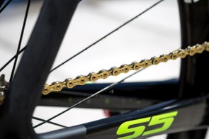 As if O'Connor's ride needed more bling — it's topped off with a gold KMC chain