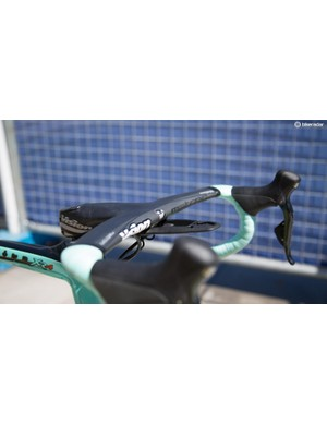 LottoNL-Jumbo appears to be riding the same Bianchi Oltre XR4s as last year and with it comes the boomerang-esk Vision Metron 5D Integrated Aero bar