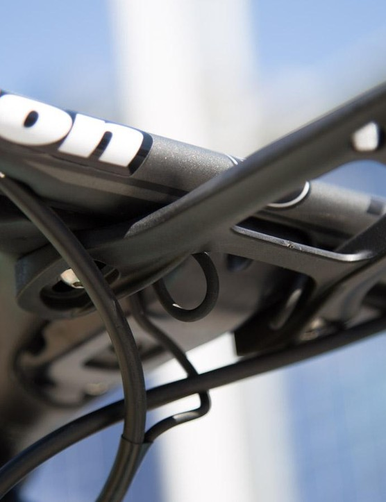 As with most integrated bar and stem combos, they don't play nice with traditional computer mounts. The mechanics cleverly utilise the mount to wrangle EPS wires as well