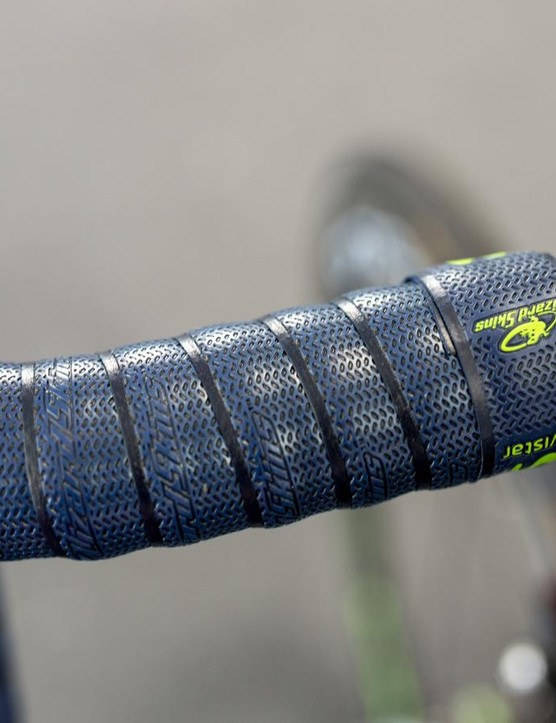 Movistar opts for LizardSkins handlebar tape